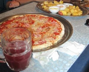 Jarra, pizza y ración