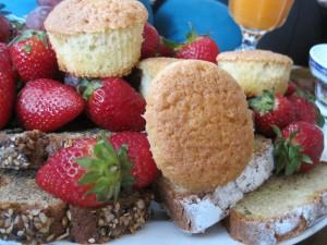 La Traviesa, brunch:  fuente de frutas y dulces