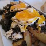 Huevos rotos Anaga con morcilla dulce de Tenerife