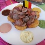 Tabla de salchichas y patatas