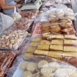 Puesto de productos típicos dulces en el mercadillo de Teror