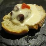 Pulpo con crema de queso de cabra y mermelada de pimiento