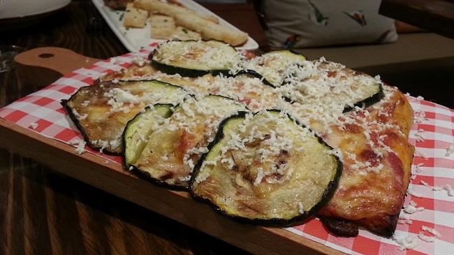 Pizzeta de calabacín y queso de cabra. El Patio del Fisgón
