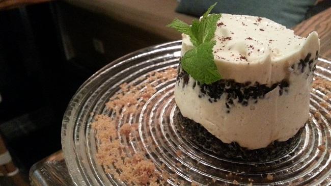 Mascarpone al café y quinoa caramelizada. El Patio del Fisgón