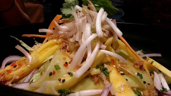 Ensalada de mango y pepino. Tuk Tuk