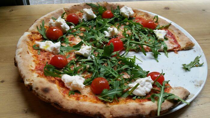 Francesco's. Pizza Caprese