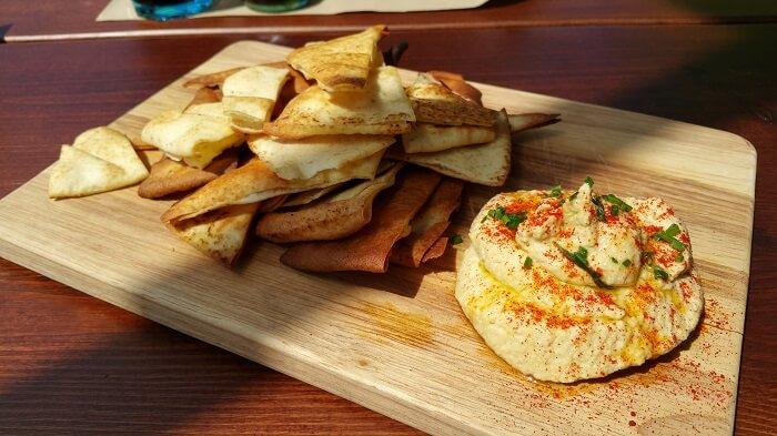 Hummus en El Paracaidista Terraza