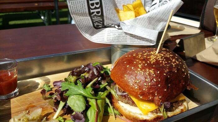 Black Angus Burger El Paracaidista Terraza