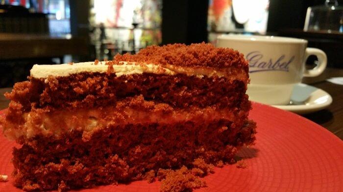 Tarta Red Velvet y cappuccino. Garbel.