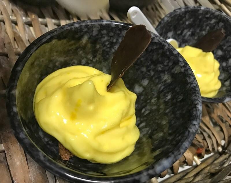 Espuma de mango y chocolate cinco sentidos